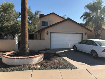 8123 W. Shangri La Rd. 4 Beds House for Rent Photo Gallery 1