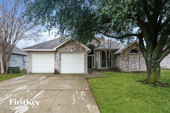 136 WOODCREEK Dr 4 Beds House for Rent Photo Gallery 1