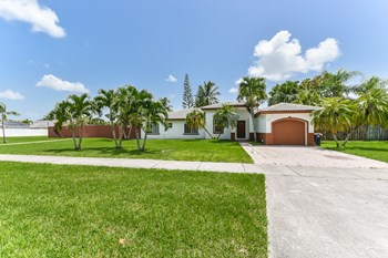 15200 Sw 168 Street 3 Beds House for Rent Photo Gallery 1