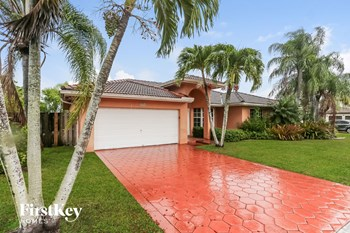 15313 Sw 138 Terrace 4 Beds House for Rent Photo Gallery 1