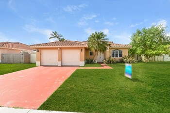 15422 Sw 163 Street 4 Beds House for Rent Photo Gallery 1