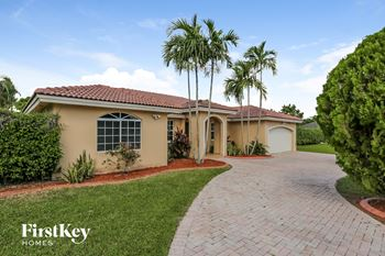 16990 Sw 156 Court 4 Beds House for Rent Photo Gallery 1