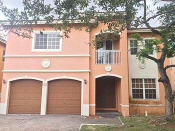 17668 Sw 135 Court 5 Beds House for Rent Photo Gallery 1