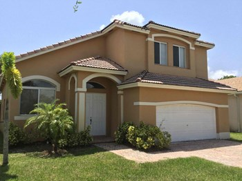 2221 SE 16 Avenue 4 Beds House for Rent Photo Gallery 1