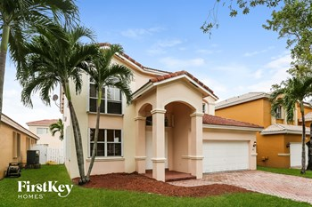 2332 Sw 126 Avenue 4 Beds House for Rent Photo Gallery 1