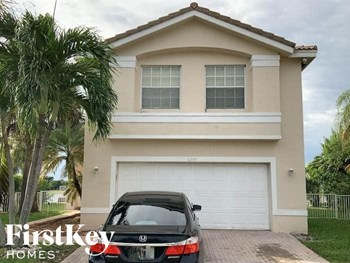 4208 Sw 130 Avenue 4 Beds House for Rent Photo Gallery 1