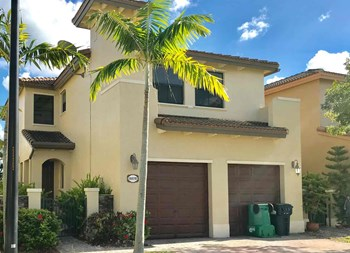 8878 Sw 229 Street 4 Beds House for Rent Photo Gallery 1