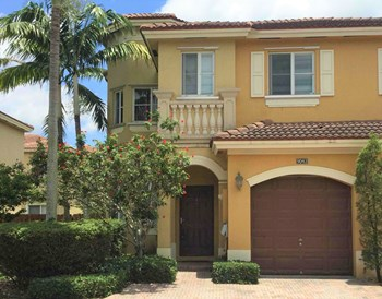 9043 Sw 18 Street 4 Beds House for Rent Photo Gallery 1
