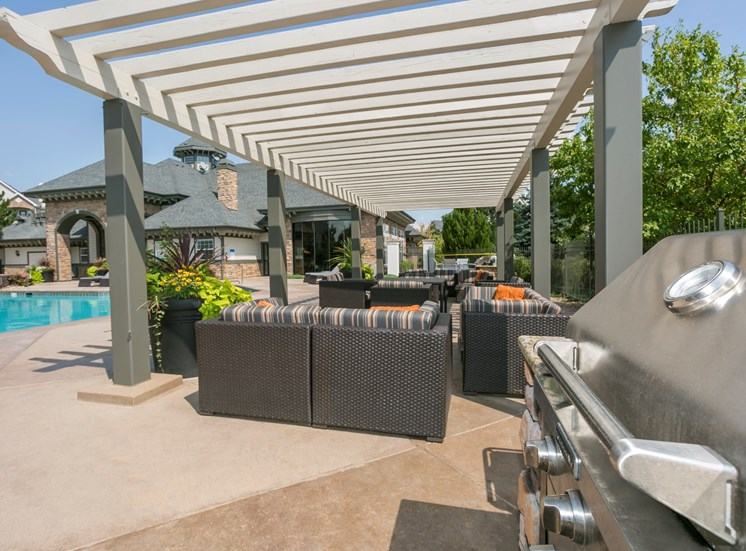 Apartments in Aurora CO - Aspen Ridge Apartments BBQ Area
