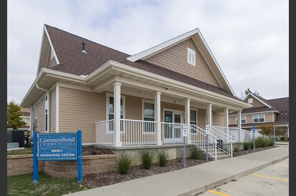 Unity Square Townhomes, 100 Unity Square, Waterloo, IA
