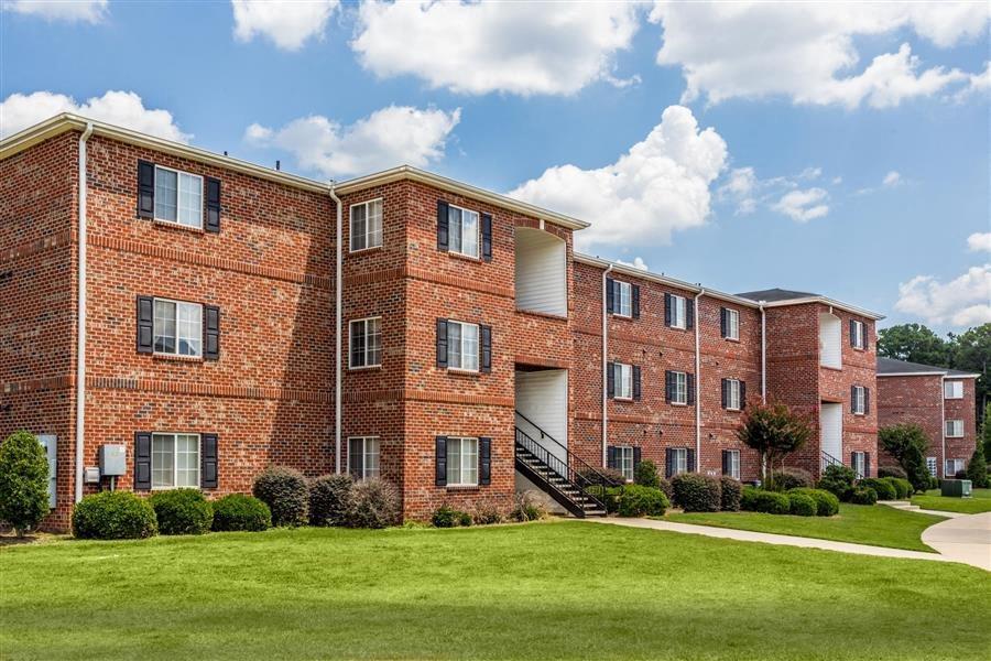 Apartment Rentals in Fayetteville, NC | Hidden Creek Village