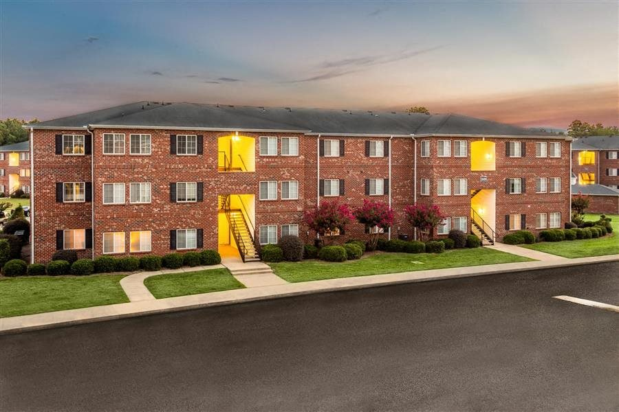 Apartment Rentals in Fayetteville, NC | Hidden Creek Village