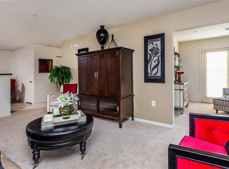 Living Room With Wall-to-Wall Carpeting at Eagle Point Village Apartments, North Carolina