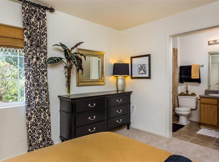 Spacious Bedrooms with en Suite Bathrooms at Eagle Point Village Apartments, Fayetteville, 28314
