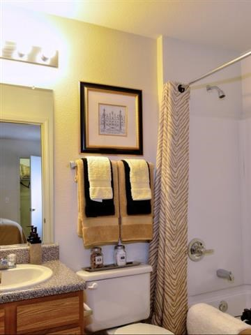 Modern Bathroom Interior at Battleground North Apartments, Greensboro, 27410