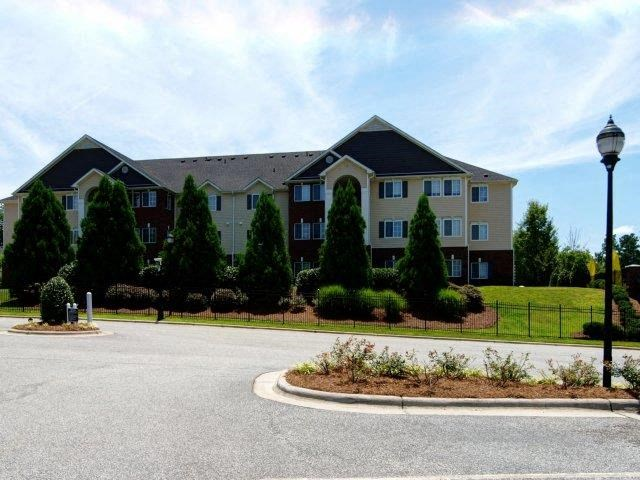 Property Entrance with Architectural Details at Battleground North Apartments, Greensboro, 27410