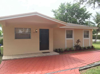 9501 NW 2 Ct 3 Beds House for Rent Photo Gallery 1