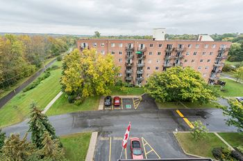 267 The Parkway 3 Beds Apartment for Rent Photo Gallery 1