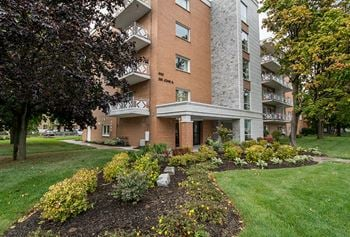 650 Sir John A. Macdonald Blvd. 2 Beds Apartment for Rent Photo Gallery 1