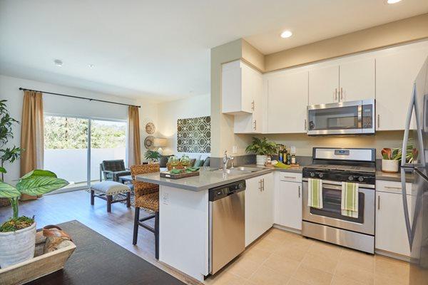 Paseos Ontario Apartments - Kitchen