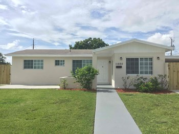 11820 SW 170th St 2 Beds House for Rent Photo Gallery 1