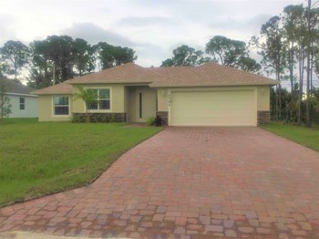 2365 SW Webster Ln 4 Beds House for Rent Photo Gallery 1