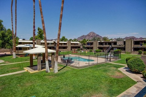 Landscaping at The Willow Apartments in Phoenix, AZ