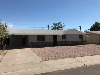 1007 W 10TH St 3 Beds House for Rent Photo Gallery 1
