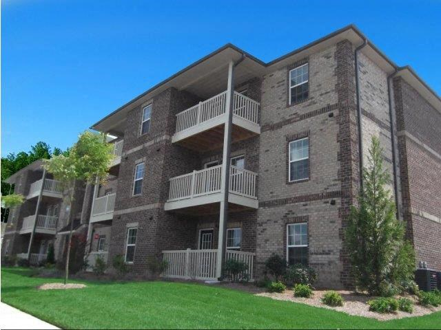 Apartment Complex Exterior at Innisbrook Village Apartments, Greensboro