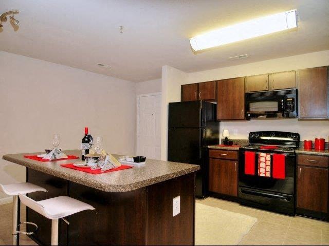 Kitchen Features at Innisbrook Village Apartments, North Carolina, 27405