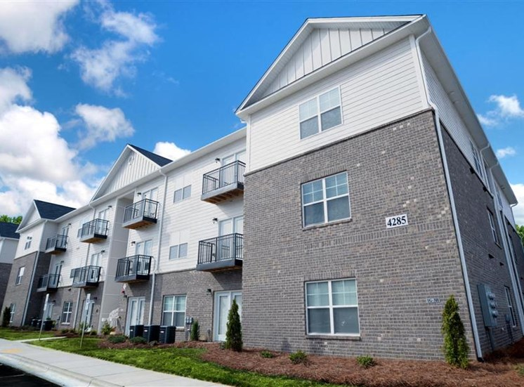 Apartment Complex Outdoor at NorthPoint at 68, High Point