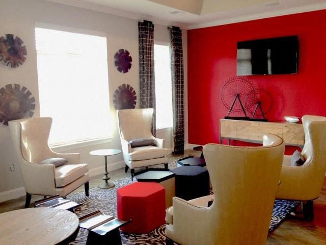 Abundant Natural Light in Resident Lounge at Everwood at the Avenue, Murfreesboro, TN, 37129