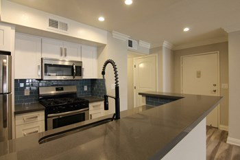 14520 Magnolia Blvd 2 Beds Apartment for Rent Photo Gallery 1