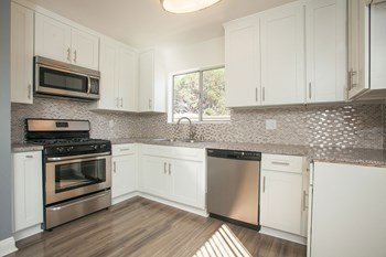 11650 National Blvd Studio Apartment for Rent Photo Gallery 1