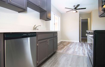 19155 Victory Blvd 1-3 Beds Apartment for Rent Photo Gallery 1