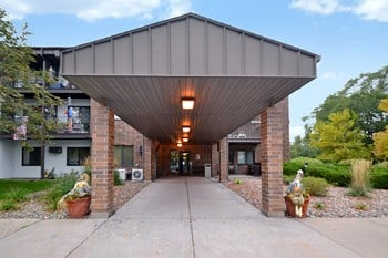 1421 20th Ave. S. 1-2 Beds Apartment for Rent Photo Gallery 1