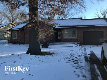 705 NE Shady Lane Dr 3 Beds House for Rent Photo Gallery 1