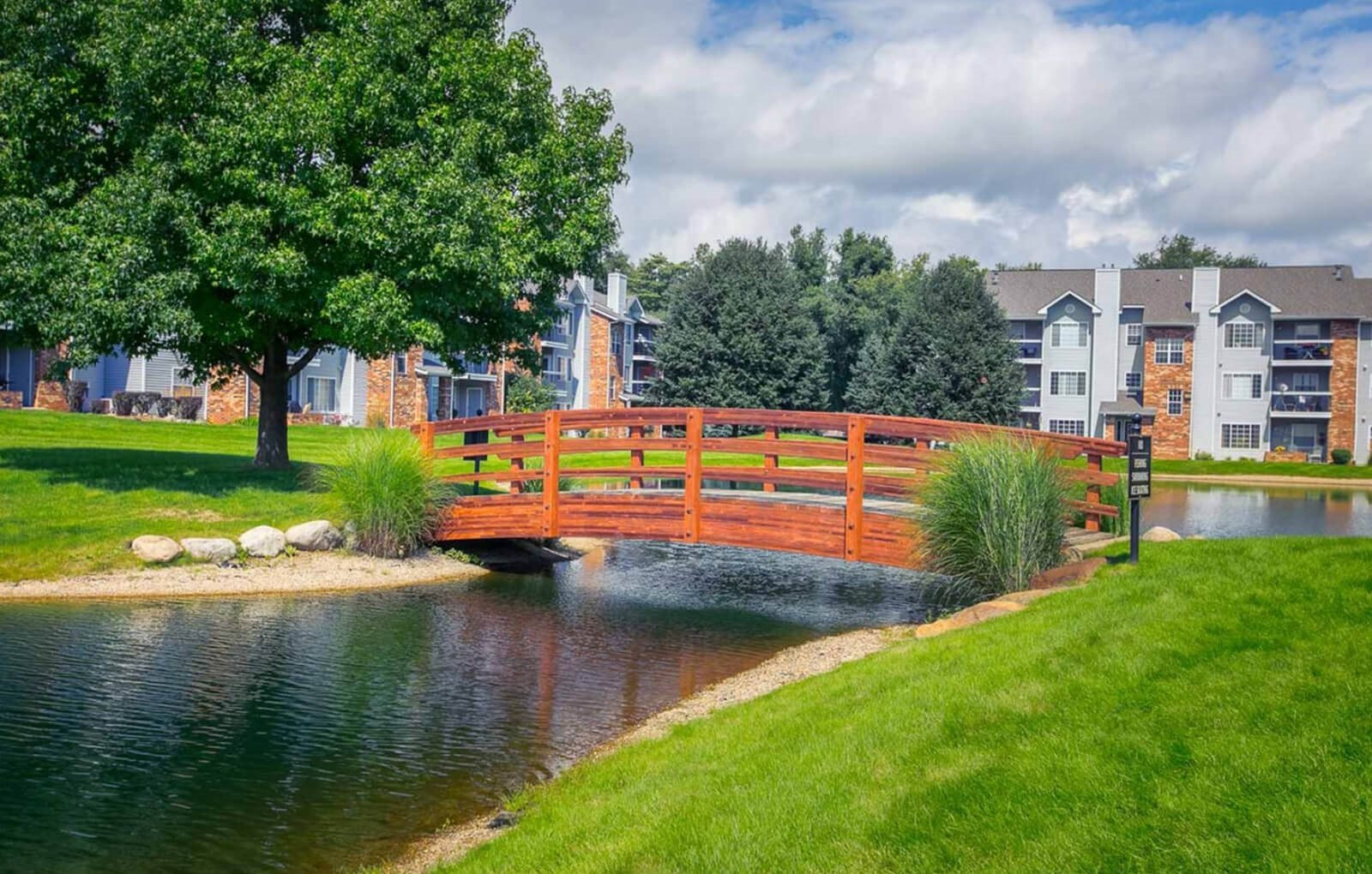 lush grounds at The Landings at the Preserve Apartments in Battle Creek, MI