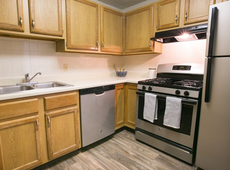 open kitchen  at Mallard\'s Crossing Apartments in Medina, OH