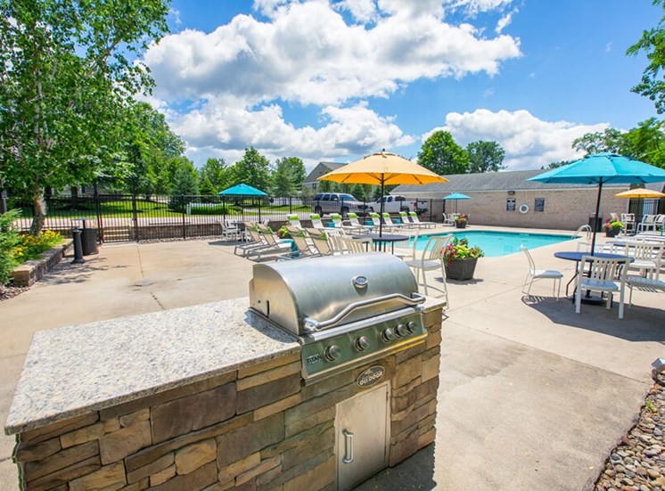 outdoor bbq area  at Mallard\'s Crossing Apartments in Medina, OH