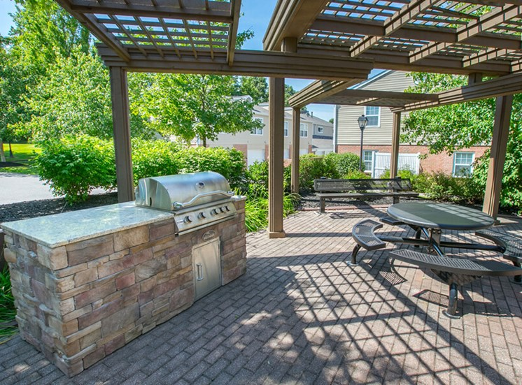 outdoor eating area Williamsburg Townhomes in Sagamore Hills OH