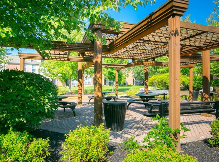terrace for outdoor dining Williamsburg Townhomes in Sagamore Hills OH