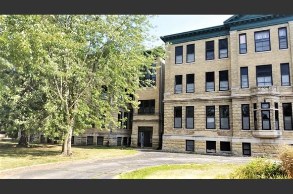 Lawler School Lofts Apartments 601 S Beaumont Road Prairie Du