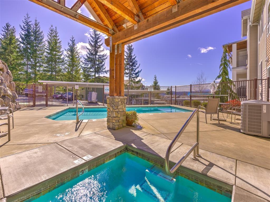 Pet Friendly Apartments in Silverdale, WA - Silverdale Ridge Pool