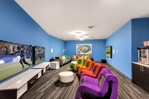Entertainment lounge