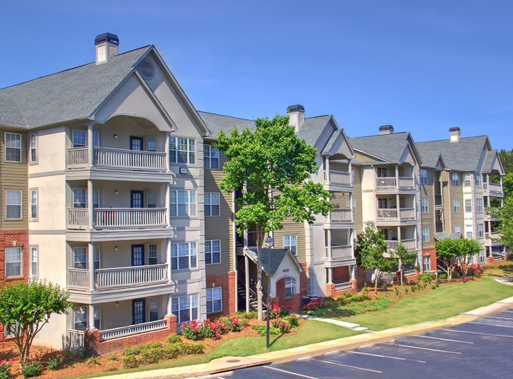 Luxury Apartments in Lawrenceville| Wesley St. Claire Apartments | Beautiful Community