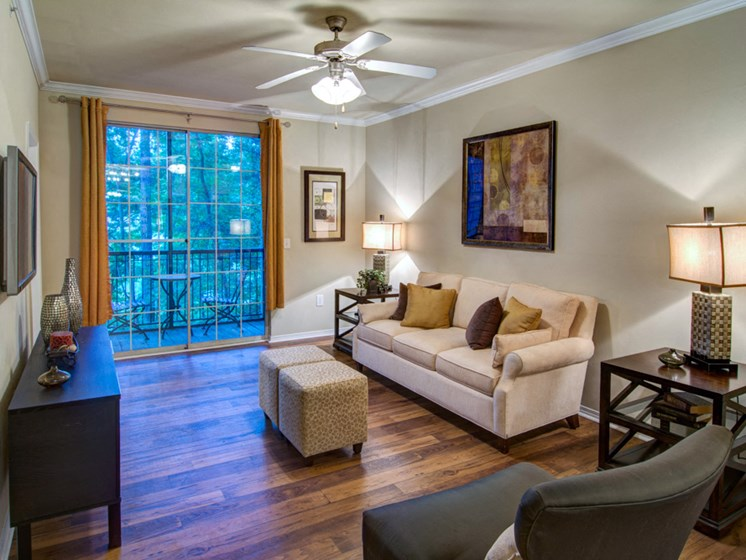 Luxury Apartments in Roswell | Wesley St. James Apartments | Entertaining Living Rooms