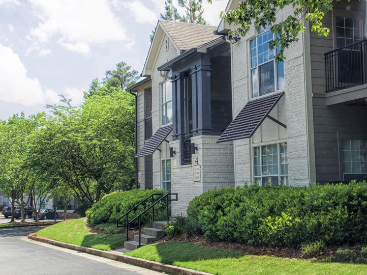 Luxury Apartments in Roswell | Wesley St. James Apartments | Exceptional Landscaping