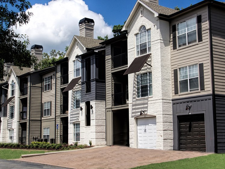 Luxury Apartments in Roswell | Wesley St. James Apartments | Garages Available