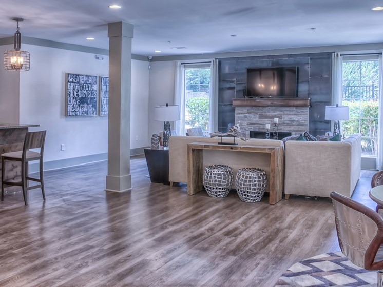 Luxury Apartments in Roswell | Wesley St. James Apartments | Resident Clubhouse and Lounge